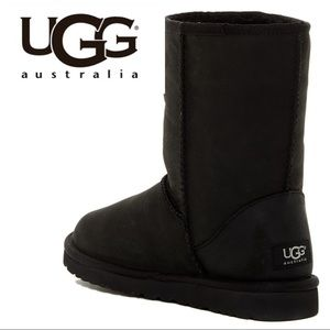 NWT🌺UGG(R) Classic Short Leather
